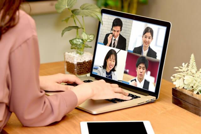 ZoomのWEB会議のイメージ写真